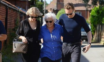 news-00098557-taylor-swift-meets-tom-hiddleston-s-mom.jpg